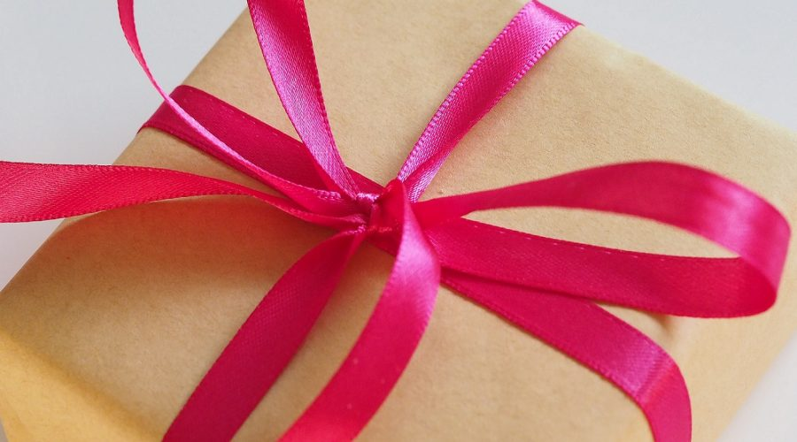 What Welcome Gifts Should I Give Potential Pet Business Customers?
